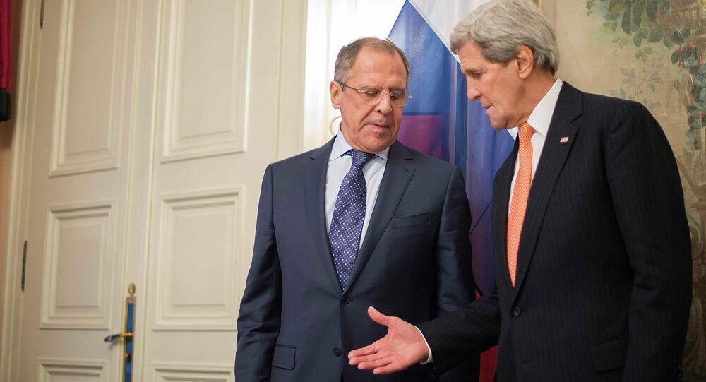 John Kerry e Sergei Lavrov em Munique, 7 de fevereiro de 2015