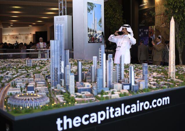 Modelo da nova Capital do Egito sendo apresentado em 2015, durante conferência econômica na cidade egípcia de Sharm el-Sheikh.