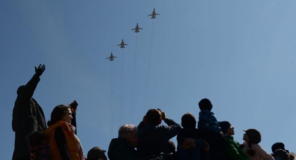 Bombardeiros Su-24M durante uma parada militar em Ekaterinburgo (foto de arquivo)