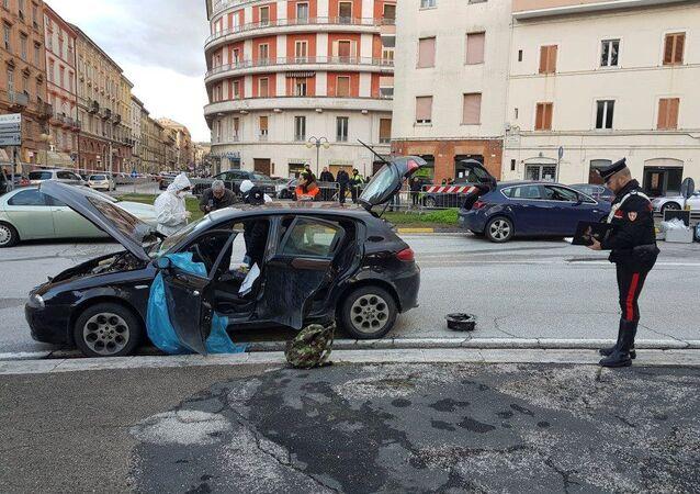 Carro utilizado pelo suspeito Luca Traini para atirar em imigrantes italianos.