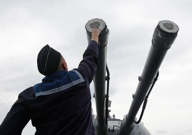 Canhão AK-130 instalado no cruzador Varyag, foto de arquivo
