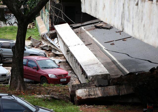 Viaduto desaba em Brasília