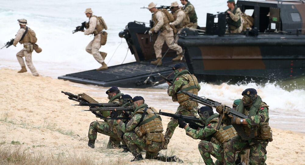 Soldados da Marinha britânica e fuzileiros navais portugueses durante os exercícios da OTAN Trident, Lisboa (foto de arquivo)
