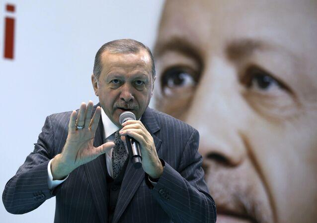 O presidente turco, Recep Tayyip Erdogan, discursa em uma reunião do seu partido em Amasya, Turquia, em 28 de janeiro de 2018