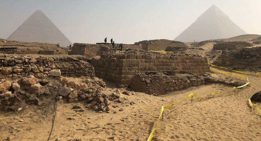 Túmulo descoberto nas pirâmides de Gizé por um funcionário do Império Antigo