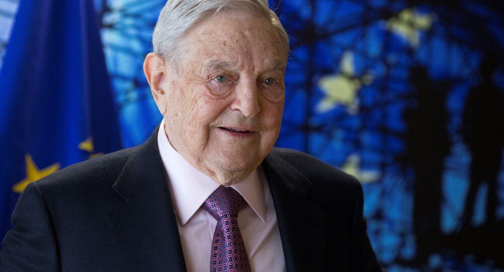 Bilionário George Soros durante reunião em Bruxelas