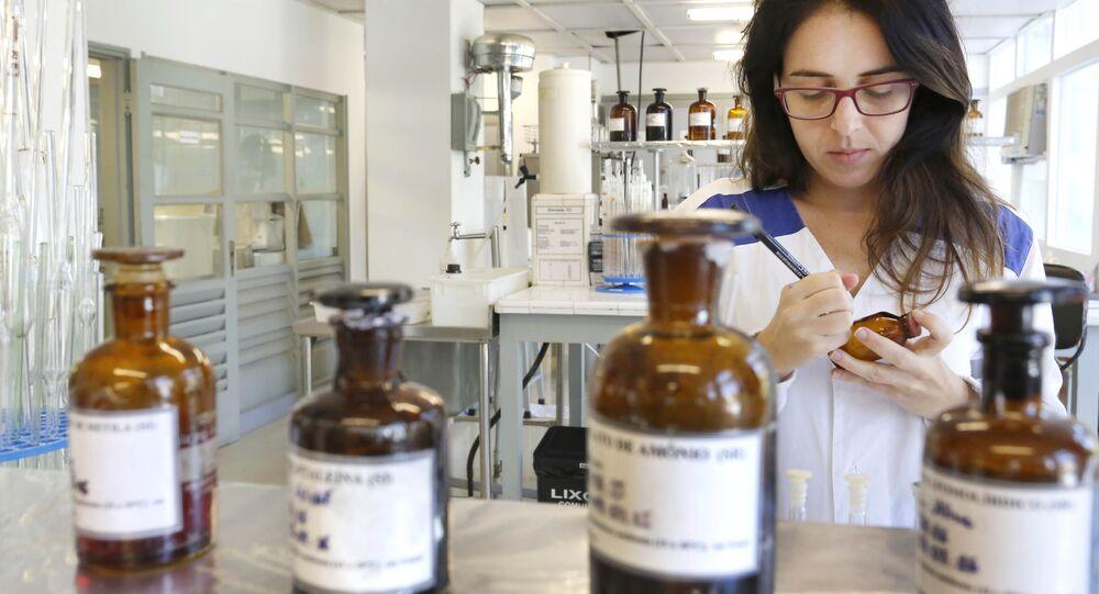 Instituto Vital Brazil, em Niterói, produz soro inédito no mundo contra picada de abelhas
