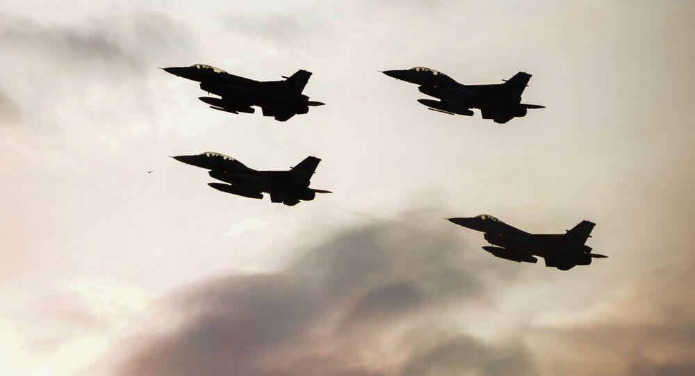Caças F-16