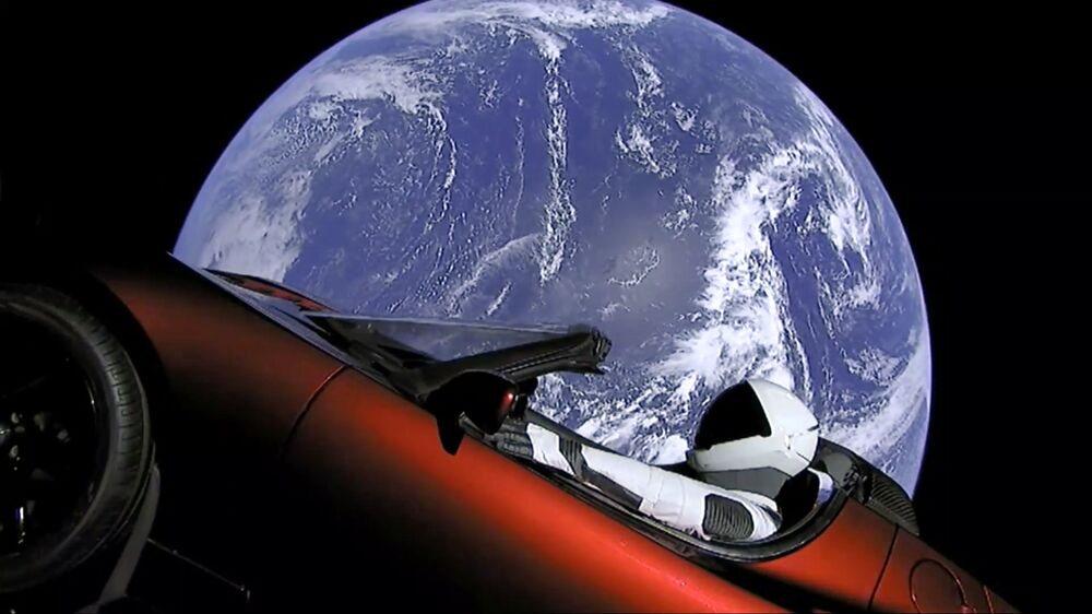 SpaceX Lança foguete Falcon Heavy com o carro Tesla Roadster