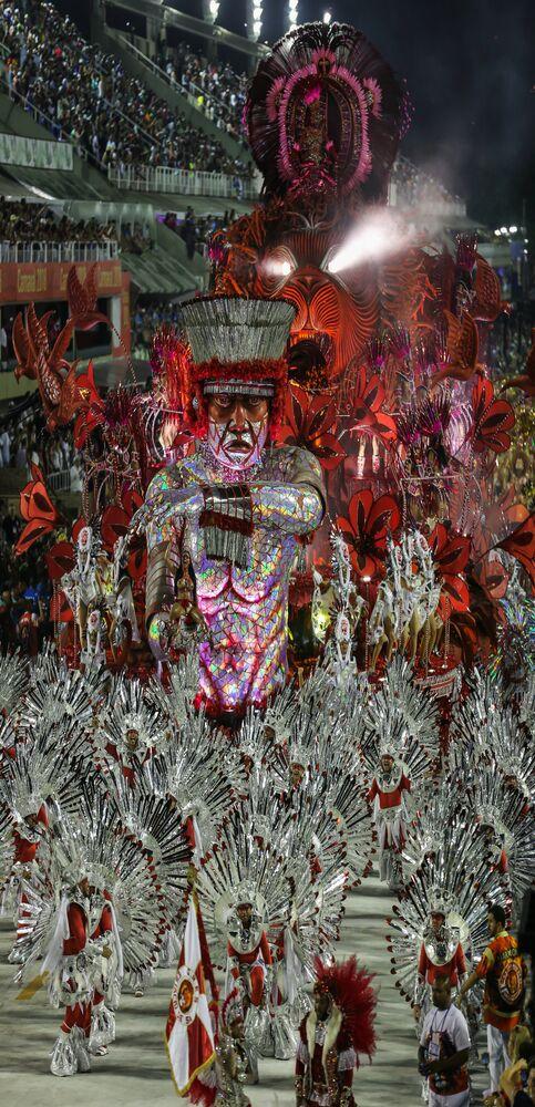 Estácio de Sá desfilou com toda sua tradição no Sambódromo