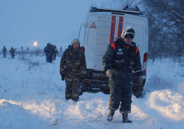 Socorristas estão atuando no local do acidente com An-148