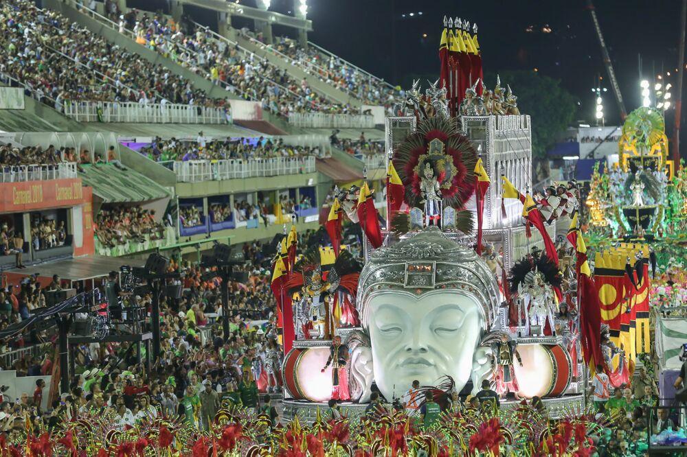 China foi a grande homenageada do Império Serrando neste domingo de carnaval