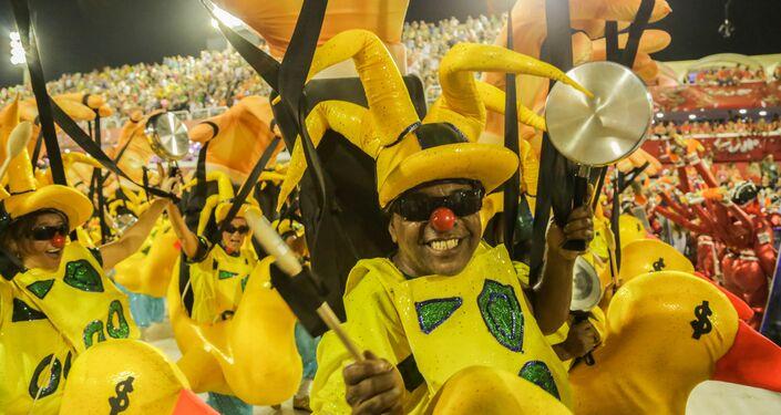 A escola de samba também fez críticas ao momento político atual.
