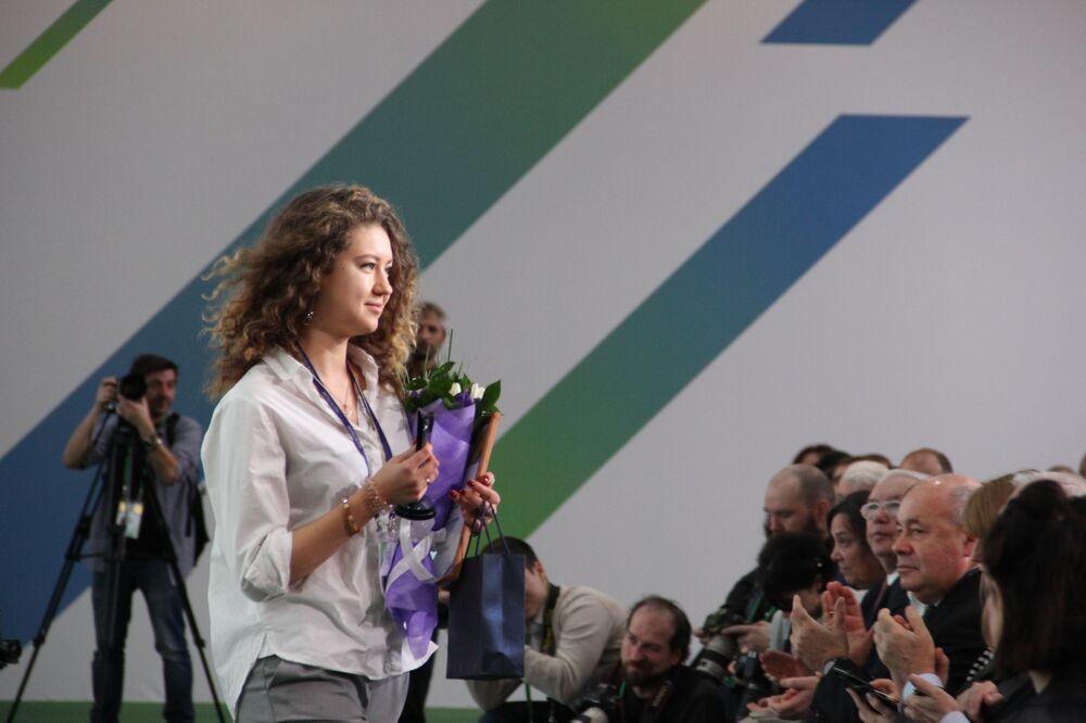 Ekaterina Veber, funcionária de Ekaterinburgo, recebe título de vencedora do concurso Líderes da Rússia