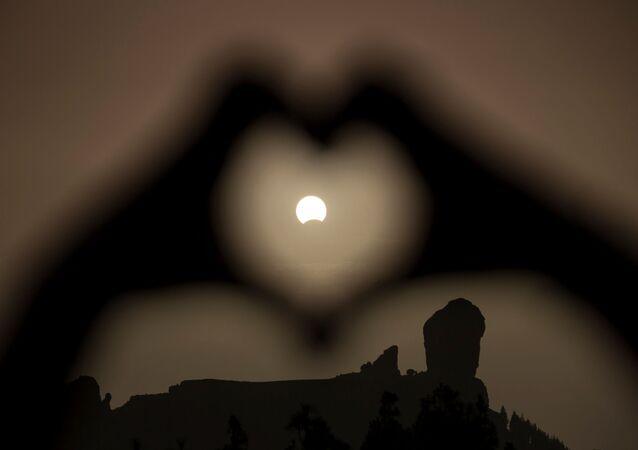 Eclipse solar parcial (foto de arquivo)