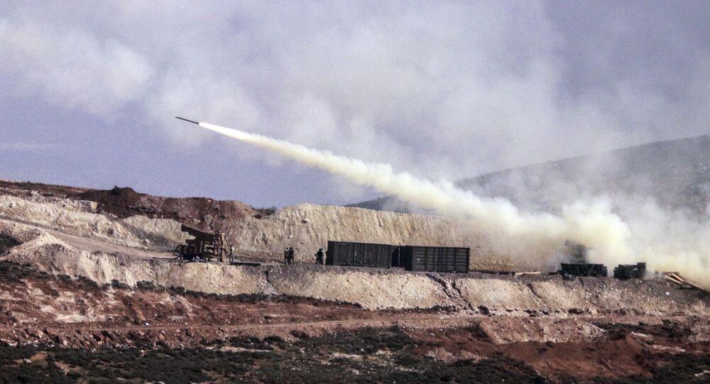 Artilharia turca dispara contra alvos curdos na área de Afrin, 9 de fevereiro de 2018