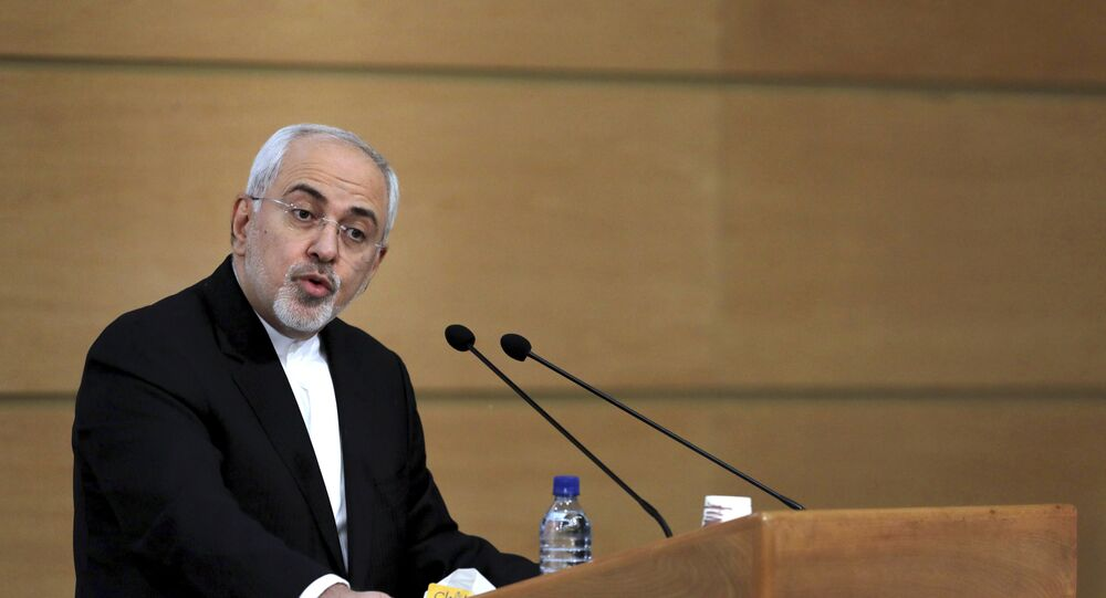 O ministro das Relações Exteriores do Irã, Mohammad Javad Zarif, discursa durante a Conferência de Segurança de Teerã, em 8 de janeiro de 2018