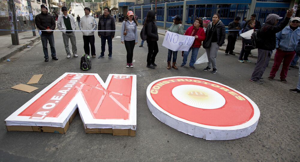 Manifestantes protestam contra candidatura de Evo Morales a um novo mandato de presidente em La Paz, capital da Bolívia