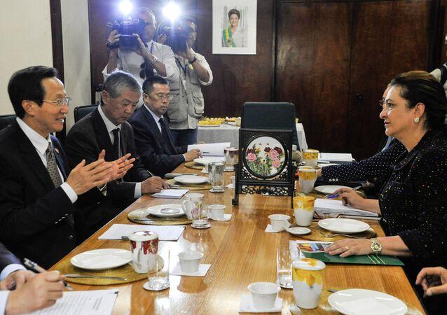 Ministra da Agricultura, Pecuária e Abastecimento, Kátia Abreu, recebe o ministro da Agricultura da China, Han Changfu