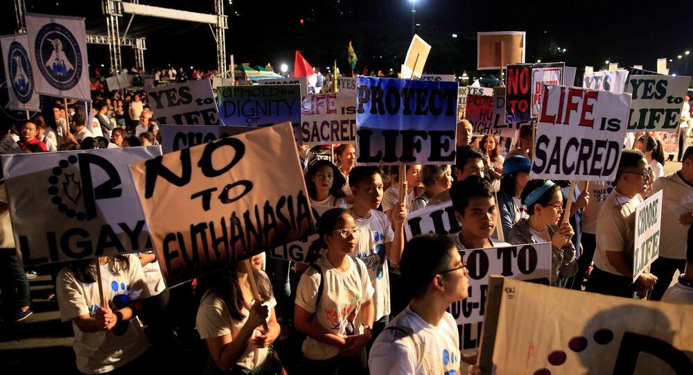 Campanha Pela Vida protesta contra assassinato de usuários de droga e a reintrodução da pena capital nas Filipinas.