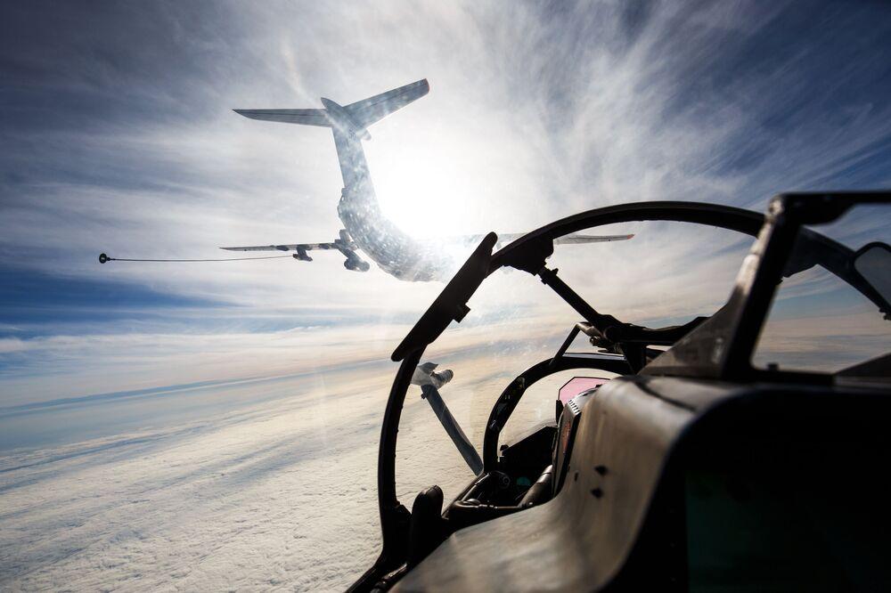 Avião de reabastecimento aéreo Il- 78 durante manobras de aviação naval da Frota do Mar Negro