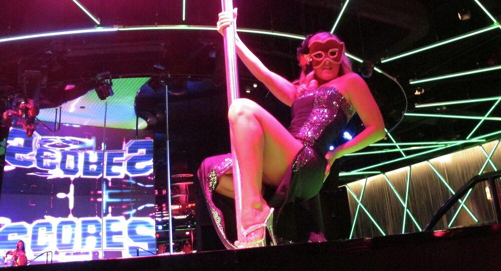 Dançarina de strip-tease profissional