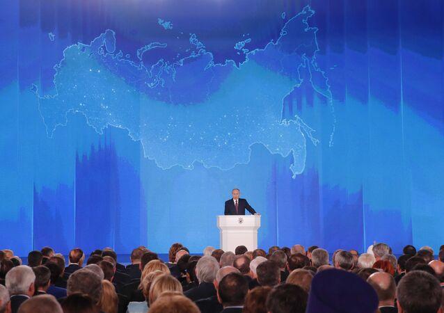 Vladimir Putin durante mensagem anual à Assembleia Federal em 1 de março de 2018
