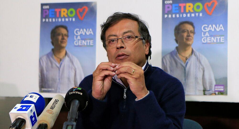 Candidato à presidência da Colômbia, Gustavo Petro, fala durante coletiva de imprensa em Bogotá, no dia 26 de fevereiro de 2018.