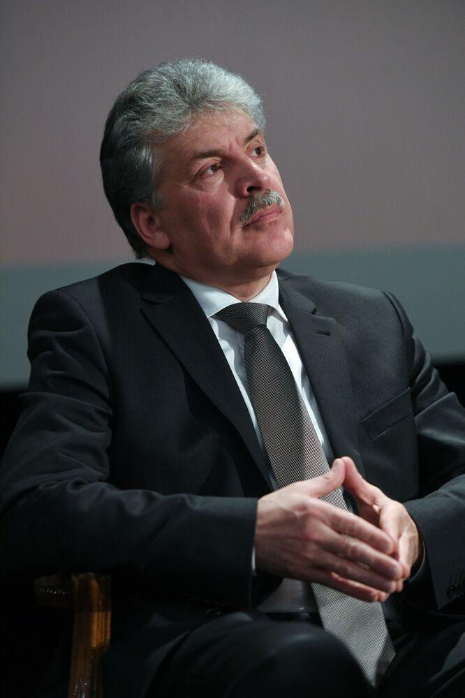 Candidato à Presidência Pavel Grudinin no decorrer de um encontro com pessoas de sua confiança
