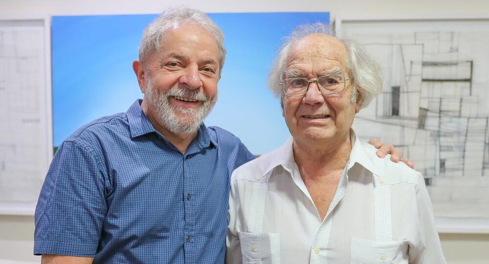 Ex-presidente Lula ao lado do vencedor do Nobel da Paz de 1980, Adolfo Pérez Esquivel.