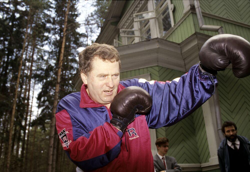 Líder do Partido Liberal Democrata, Vladimir Zhirinovsky, pratica esporte
