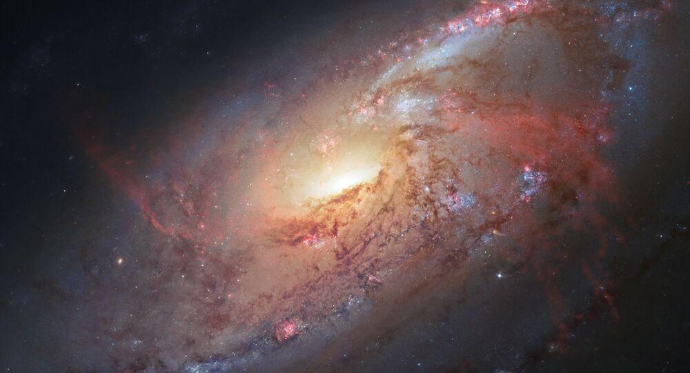 Imagem feita pelo telescópio Hubble mostrando a galáxia M106 (imagem de aquivo)