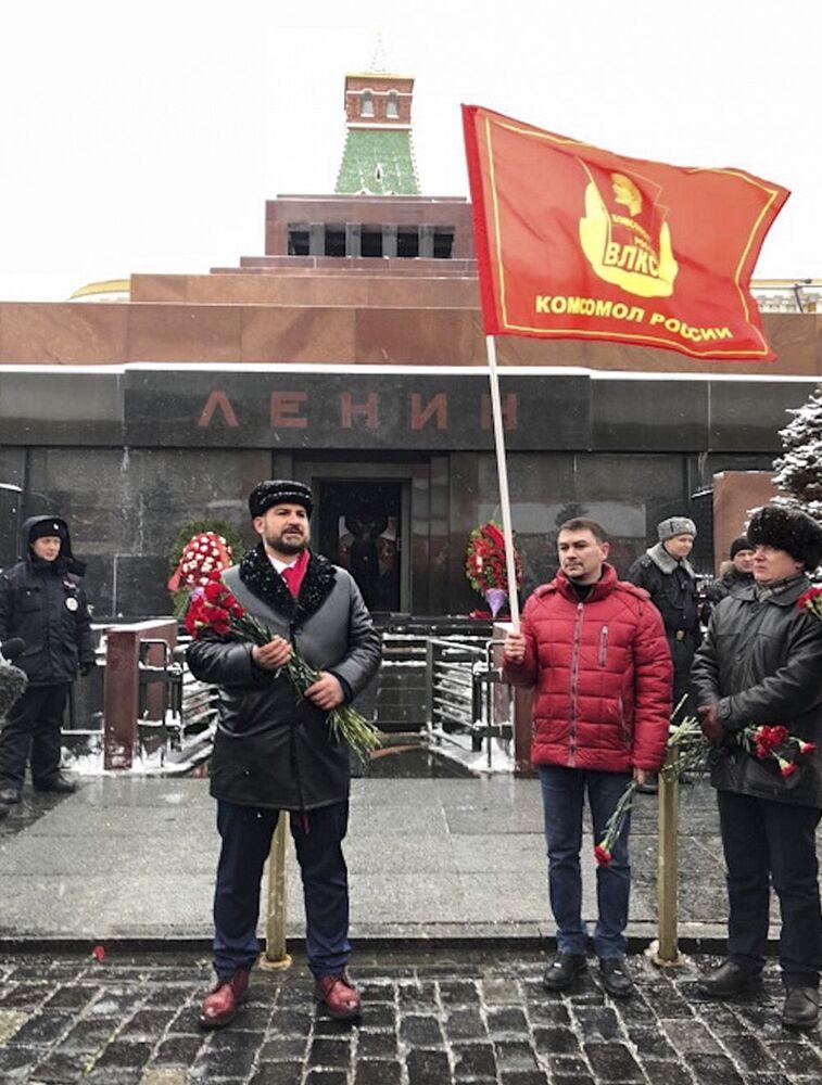 Candidato à Presidência da Rússia em 2018 e líder do partido Comunistas da Rússia, Maksim Suraikin, perto do Mausoléu de Lenin na Praça Vermelha