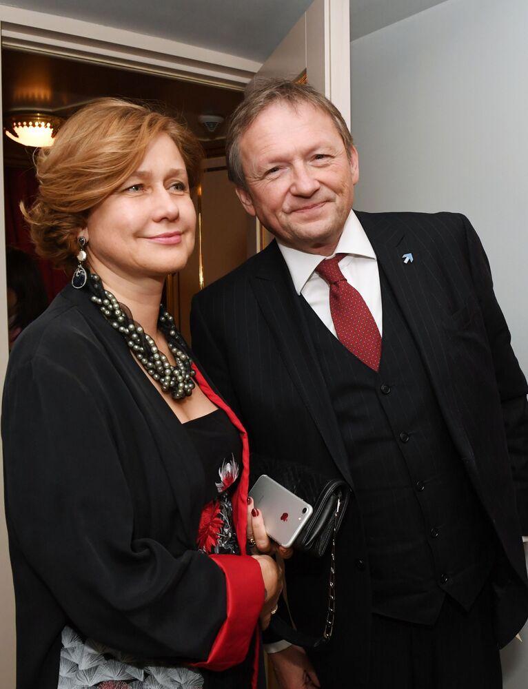 Presidente do Partido do Crescimento e delegado da Presidência da Rússia para defesa dos direitos dos empresários, Boris Titov, com sua esposa Elena durante baile de máscaras Bosco Bal 2017 no Teatro Bolshoi, Moscou, dezembro de 2017