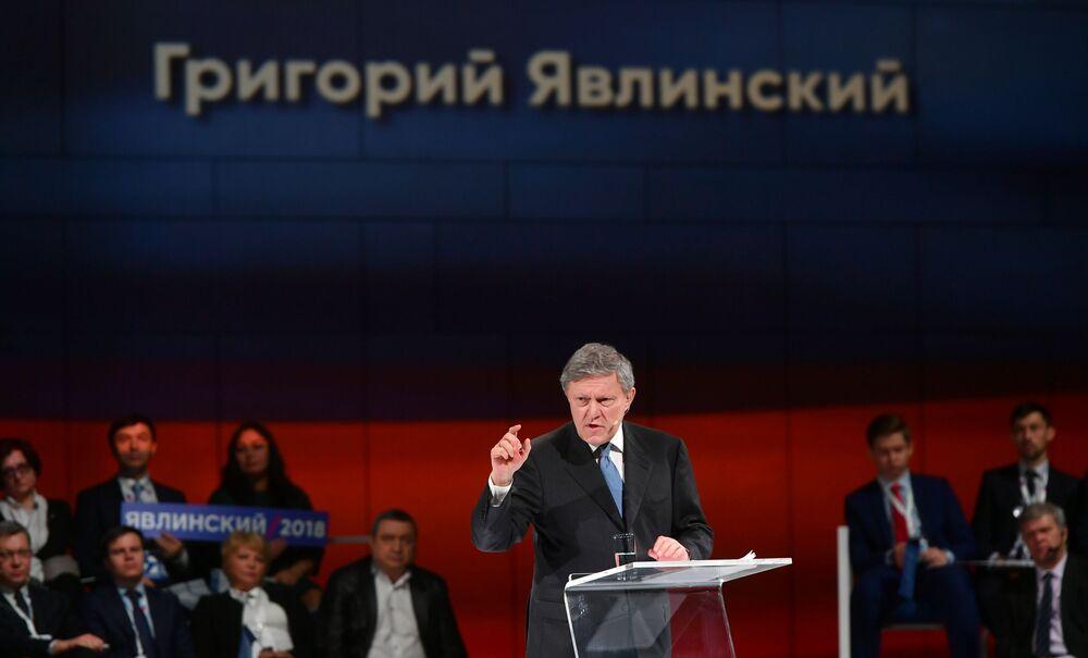 Presidente do Comitê Político Federal do partido Yabloko, Grigory Yavlinsky, participa do congresso do partido em que os delegados aprovaram a candidatura do partido para participar das eleições presidenciais de 2018, 22 de dezembro de 2017
