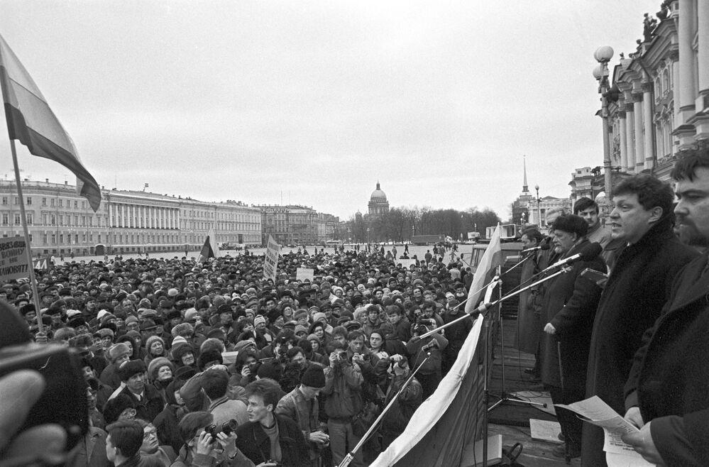 Comício contra as ações militares na Chechênia organizado pelo movimento sócio-político Yabloko