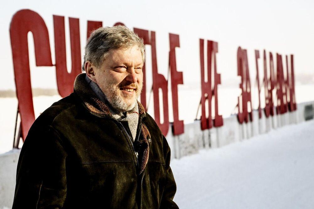 Candidato à Presidência da Rússia pelo partido Yabloko, Grigory Yavlinsky, no cais do rio Kama na cidade russa de Perm