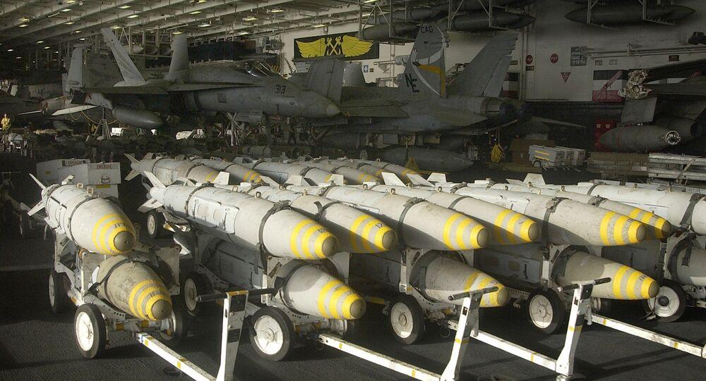Bombas bunker buster (bombas penetrantes) armazenadas pelas Forças Armadas dos EUA no Iraque em 2003.