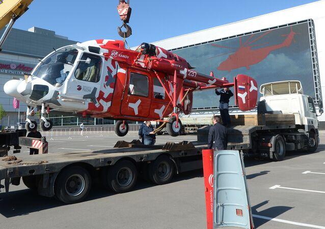 Um KA-226T chega para a HeliRussia 2015.