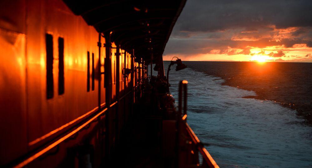 Navio russo 50 Let Pobedy no oceano Ártico