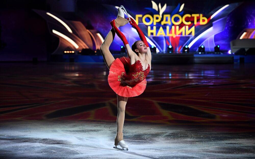 Alina Zagitova durante o show de patinação artística Festa de Atletas Olímpicos. Campeões em Moscou