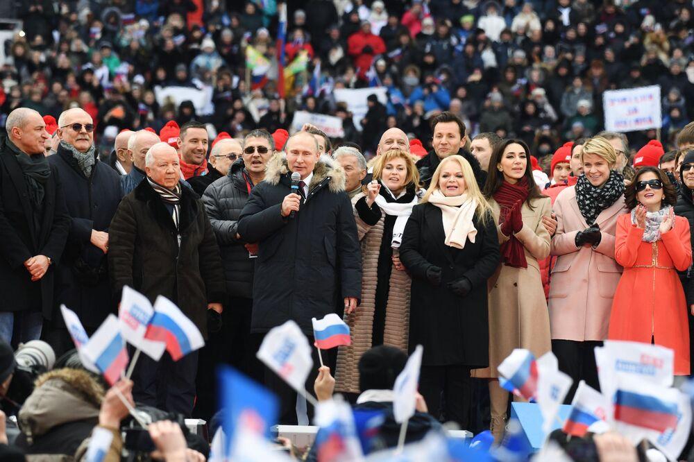 Candidato à Presidência da Rússia em 2018, Vladimir Putin, durante o comício Por uma Rússia Forte! no estádio de Luzhniki, em Moscou