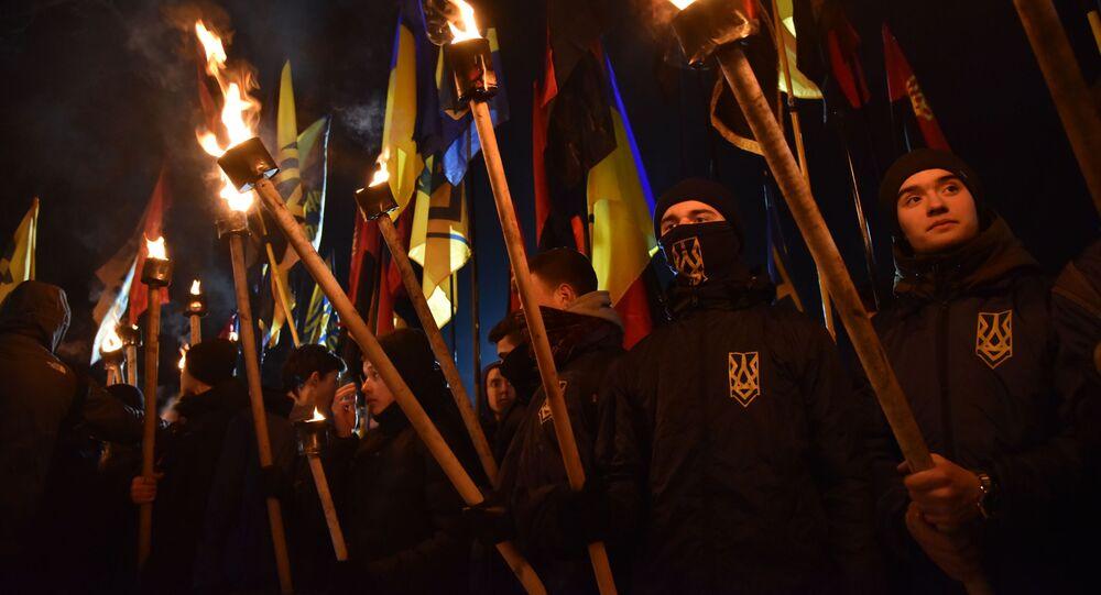 Desfile de tochas de organizações de extrema-direita no dia de morte de Roman Shukhevich, comandante do Exército Insurgente da Ucrânia