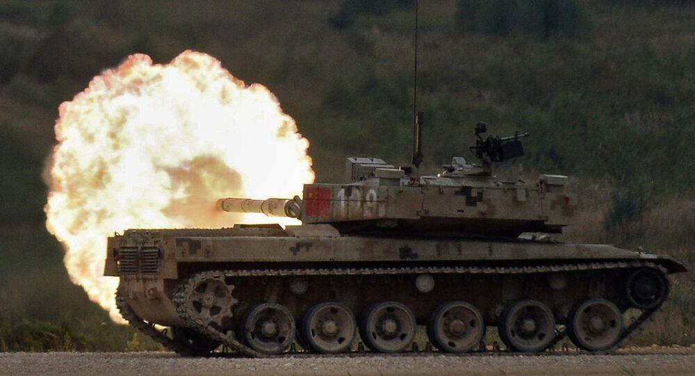 Tanque chinês Type 96 participa do Biatlo de Tanques realizado na Rússia (imagem ilustrativa)