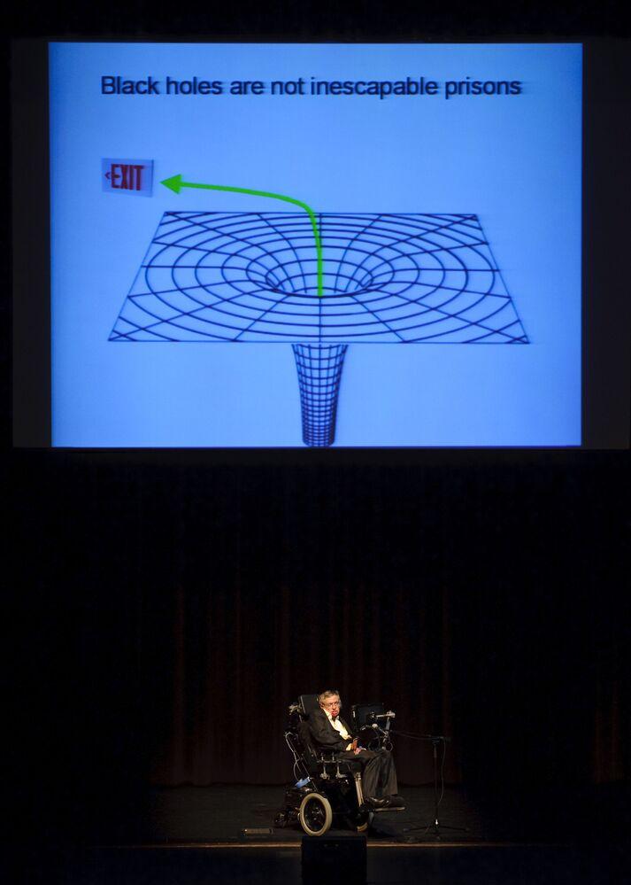 Stephen Hawking realiza uma palestra sobre os buracos negros no Texas, nos EUA