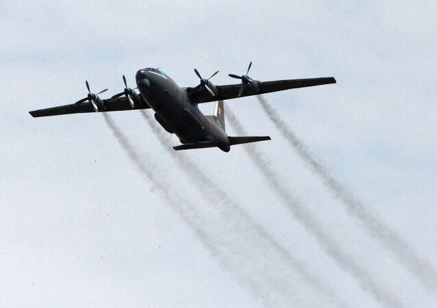 Avião An-12 no céu da região de Primorie (imagem referencial)