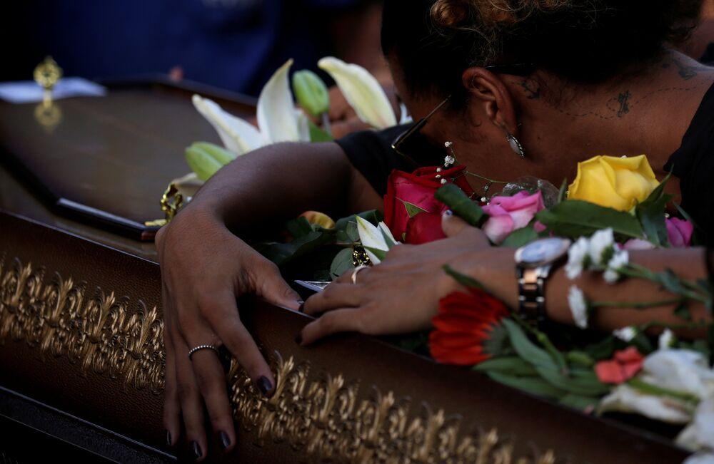 O corpo de Marielle e de seu motorista, Anderson Gomes, foram enterrados nesta quinta-feira (15).