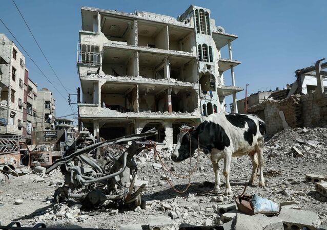 Prédio destruído em Douma, Ghouta Oriental, Síria
