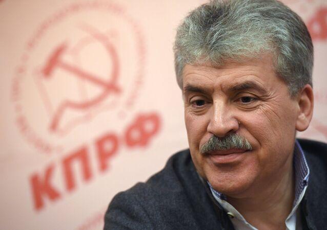 Candidato à Presidência da Rússia do Partido Comunista, Pavel Grudinin, em sua sede eleitoral, em 18 de março de 2018