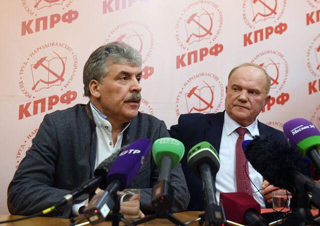 Candidato à Presidência da Rússia Pavel Grudinin e líder do Partido Comunista Gennady Zyuganov na sede eleitoral do partido, 18 de março de 2018